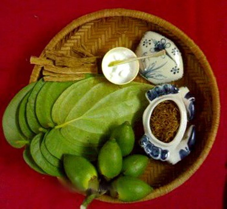 CHEWING BETEL LEAVES AND ARECA NUTS IN VIET NAM