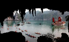 HIGHLIGHTS VIETNAM AND LUANG PRABANG, LAOS TOUR